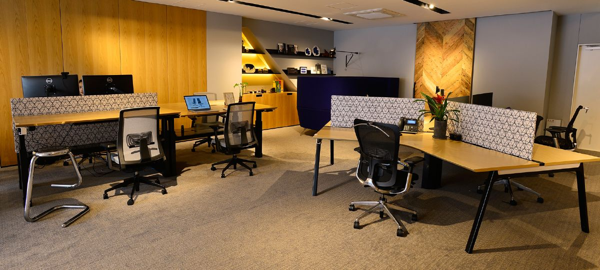 Tokyo showroom is located in a sophisticated area near Akasaka Imperial Palace, with very easy access to various subway lines.