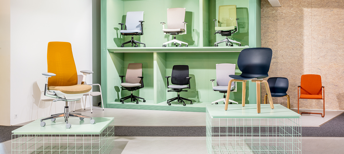 On display, the different seating options offered by Haworth inside the Bad Münder Showroom.
