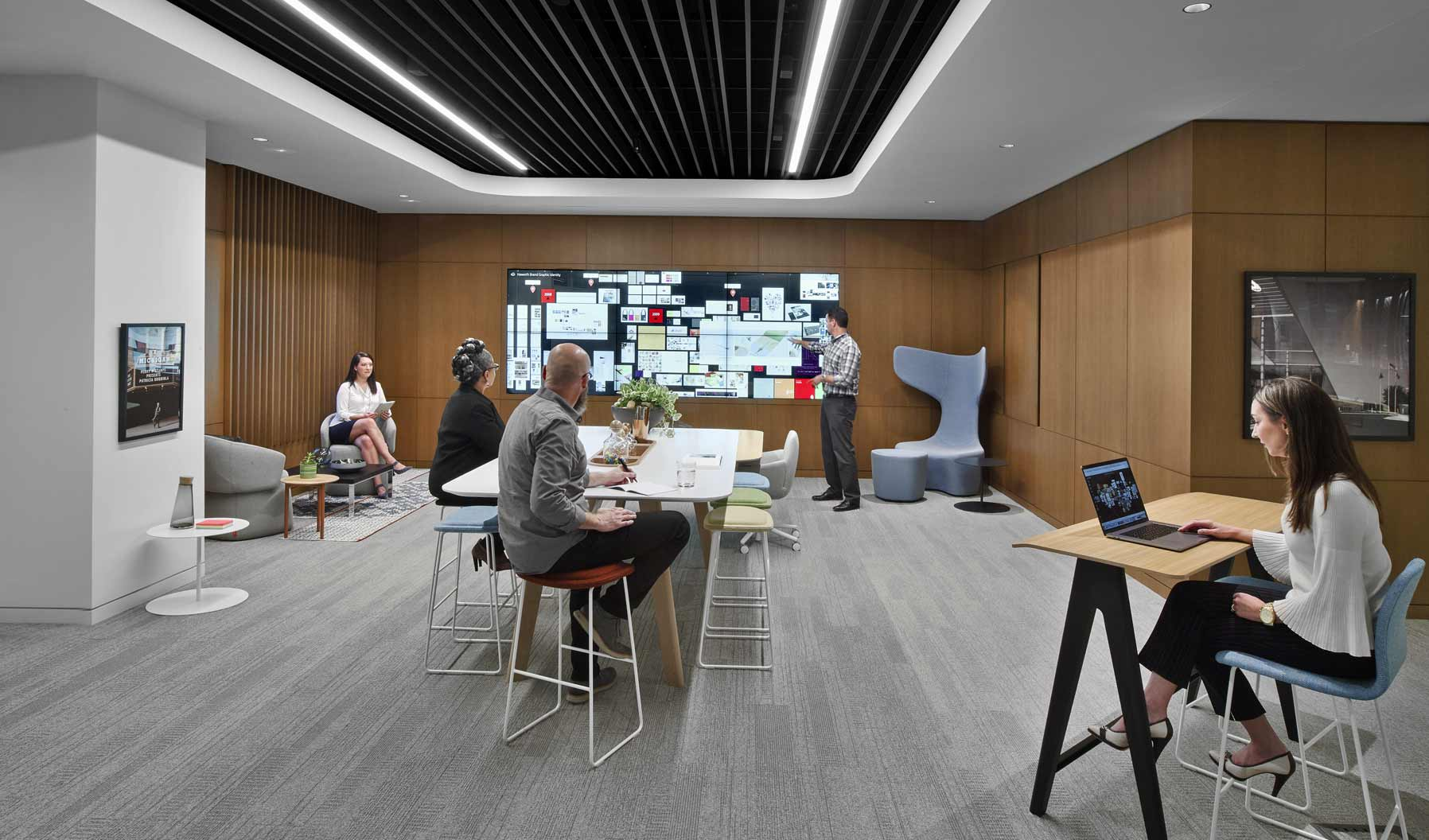 This project space is all about active collaboration and ideation. It supports a range of uses, from a traditional meeting to longer ownership by a particular team. The various furniture postures encourage users to move throughout the space and collaborate and engage with the large Bluescape screen.