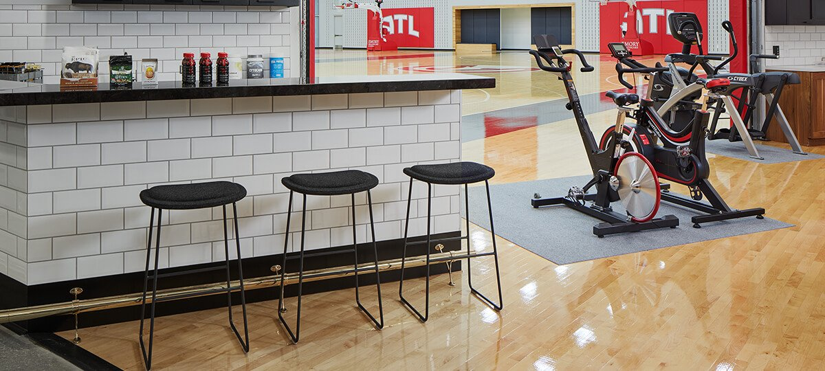 The design of this space was important for both the players and the trainers to have flexibility—moving quickly and easily between the basketball courts, physical therapy, and nutrition areas. Hi Pad stools provide a landing space at the nutrition bar between practice and refueling.