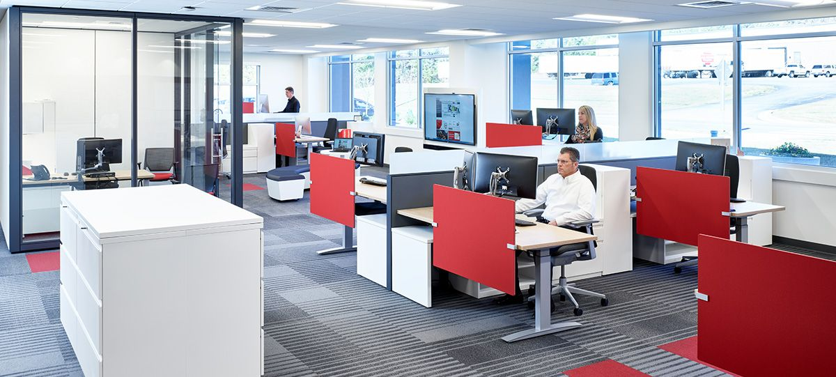 A contemporary floorplan includes a mix of Planes height-adjustable individual workstations and private offices for focus work, and open, ancillary spaces to support collaboration for teams.